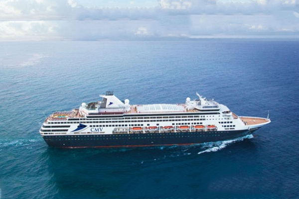 'Absolutely horrific!': Passenger calls in from cruise ship stranded at sea