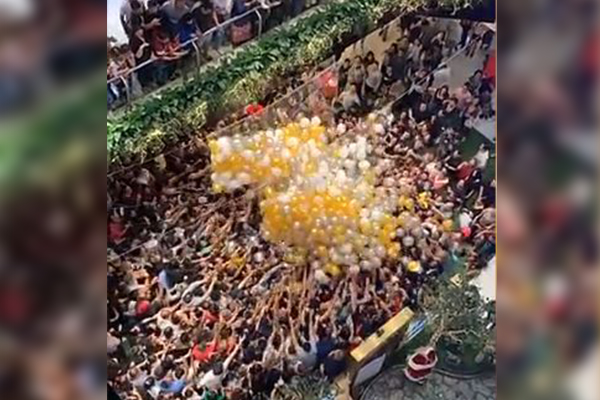 Article image for Sydney shoppers injured in balloon drop crowd crush