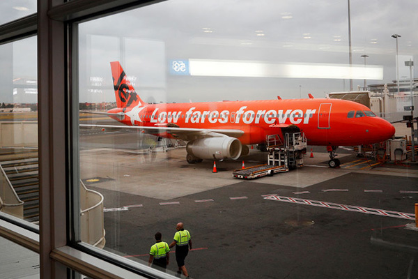 Article image for 'Nowhere to be seen': Jetstar refuses to negotiate as strikes throw flights into chaos