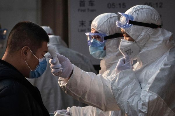 Fifth Australian infected with coronavirus, hundreds more trapped in China