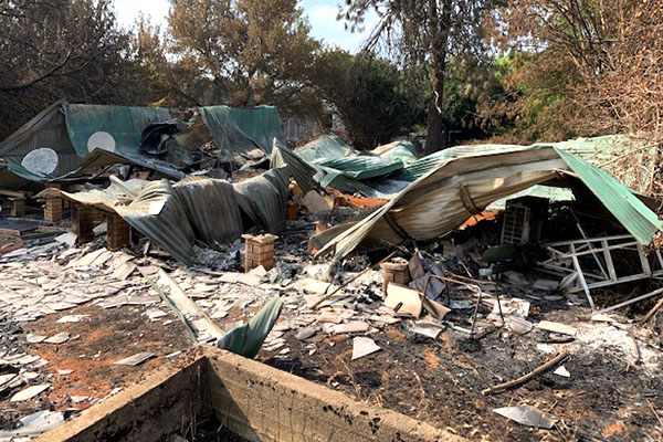 Article image for 'It's devastating': 18-year-old 'won't leave' family home devastated by bushfires