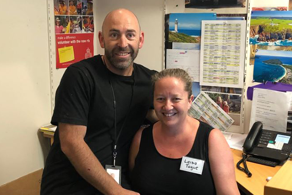 Incredible couple continues volunteering after losing everything in bushfires