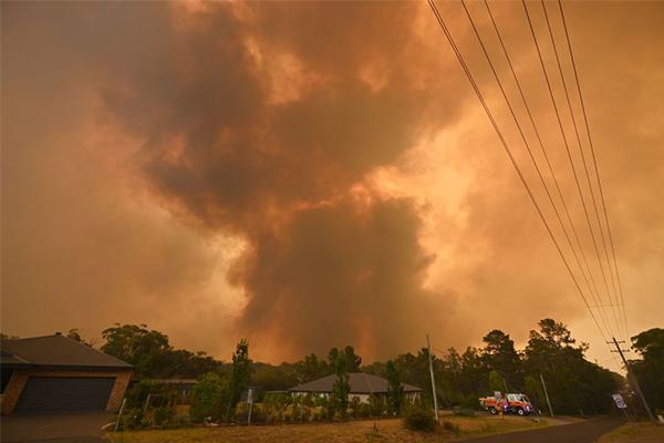 Bushfires trigger state of emergency in Australian capital