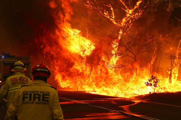 Properties guaranteed to be lost with 'big wall of fire' heading for NSW