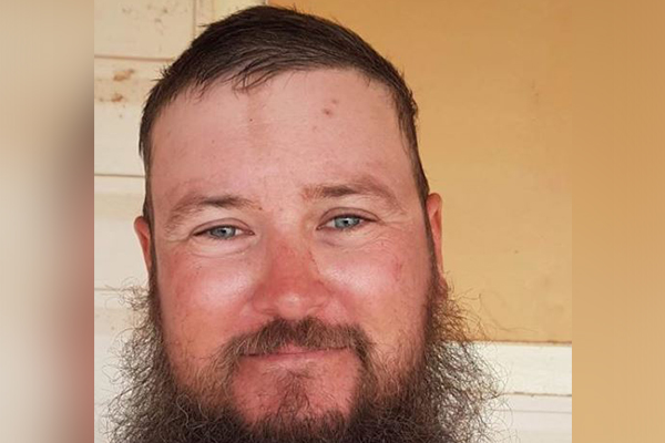 Grazier refuses to shave beard until decent rainfall hits drought-stricken NSW