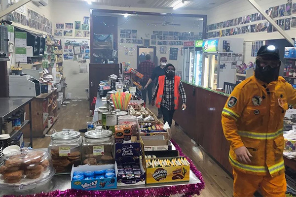 Article image for The 'miracle' that saw a sleepy town defy all odds in bushfire crisis