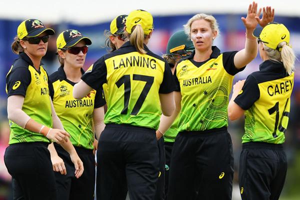 Article image for Alan Jones full of praise for 'the greatest women's sporting team in the world'