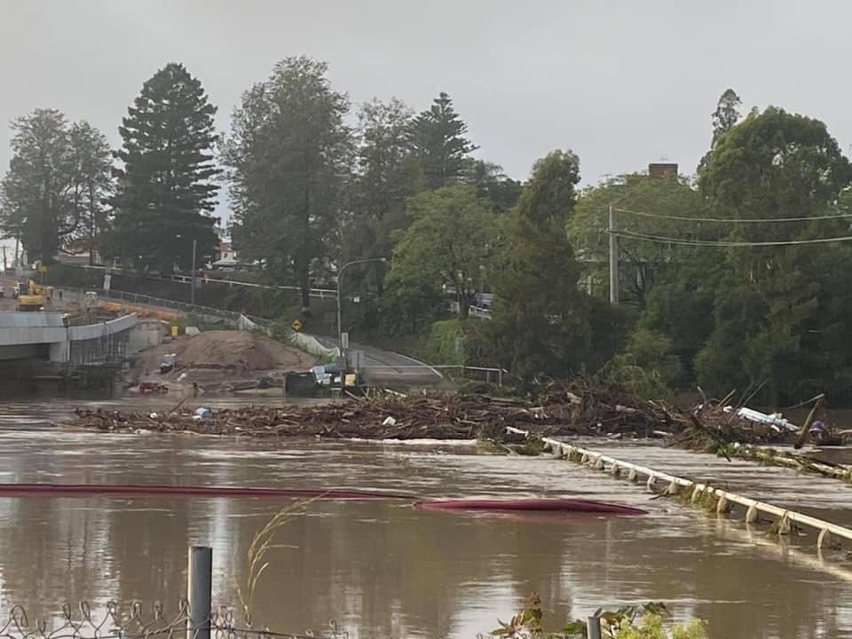 Article image for PHOTOS   Windsor Bridge remains completely underwater