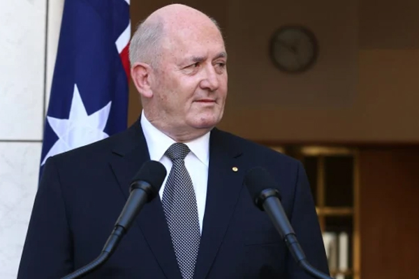 Article image for Sir Peter Cosgrove joins the bushfire recovery effort