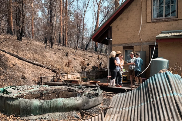 Article image for Stranded South Coast residents taking the bushfire recovery upon themselves