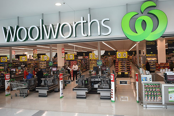 Article image for Woolworths leaves the elderly waiting in line for little to no stock