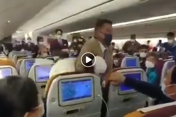 Article image for WATCH | Woman put in headlock after intentionally coughing on plane passengers