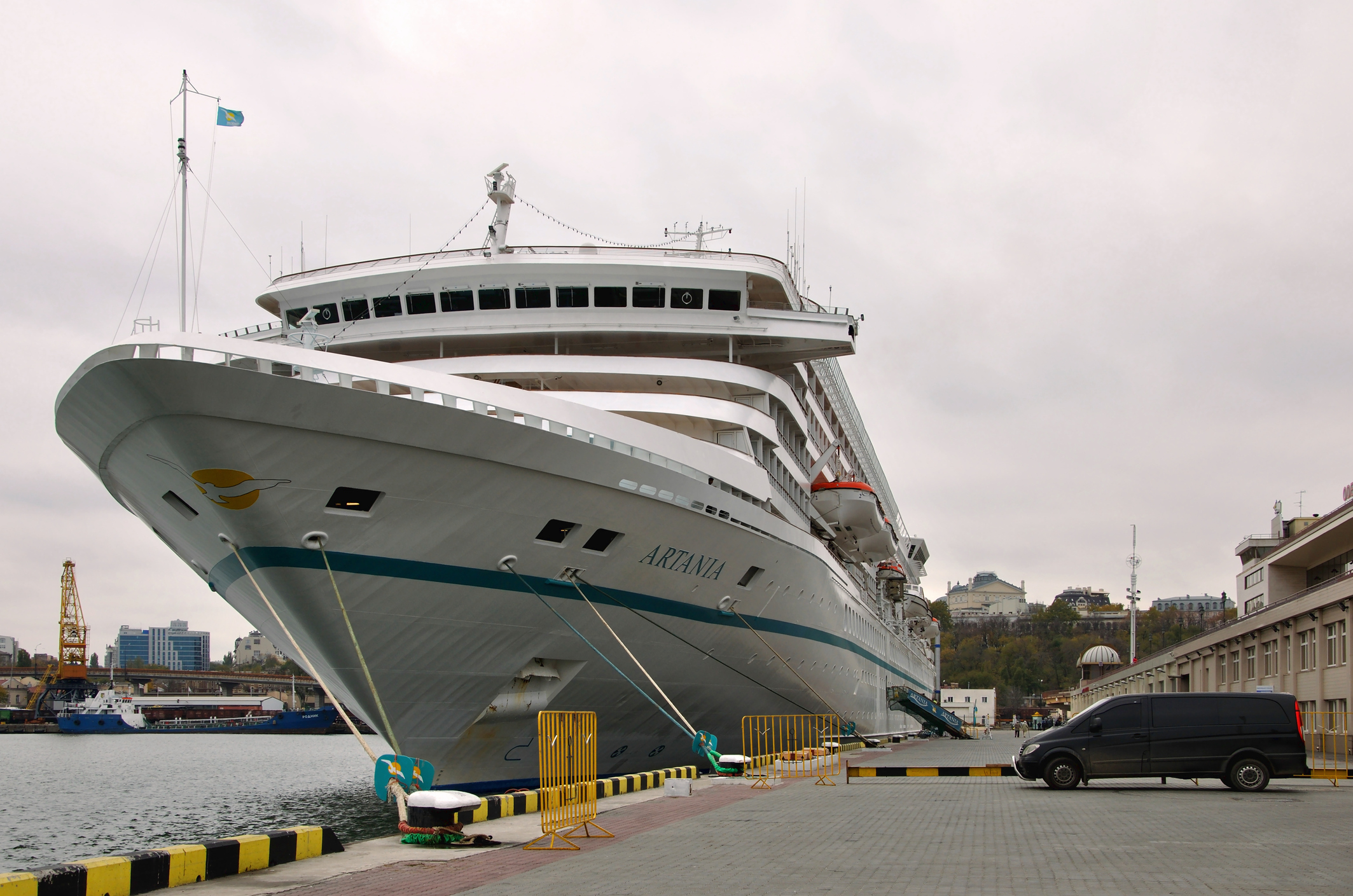 Article image for Cruise industry's new safety protocols snub mandatory vaccination