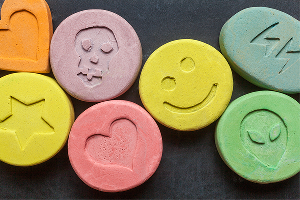 Article image for Government to fund MDMA and magic mushroom trials