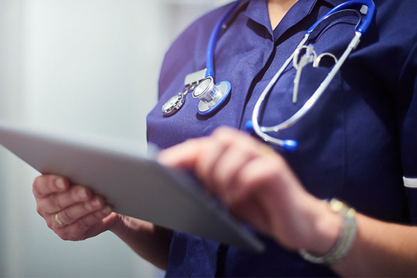 Article image for Nurses and midwives 'flabbergasted' by public sector wage cap