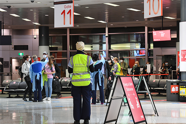 'Stop being so bloody selfish!': Melburnians slammed as NSW border closes
