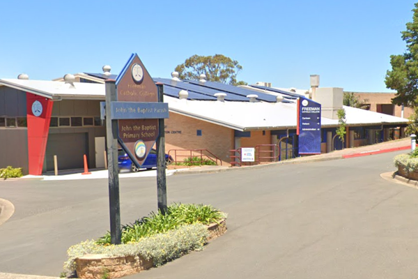 Article image for Three Sydney schools shut as students test positive for COVID-19