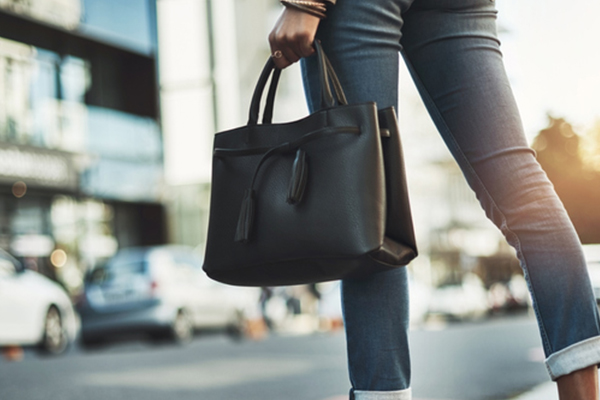 Article image for Woman hides $60,000 of ice in handbag lining