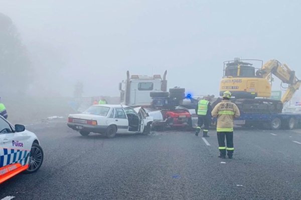Truck crash closes NSW highway