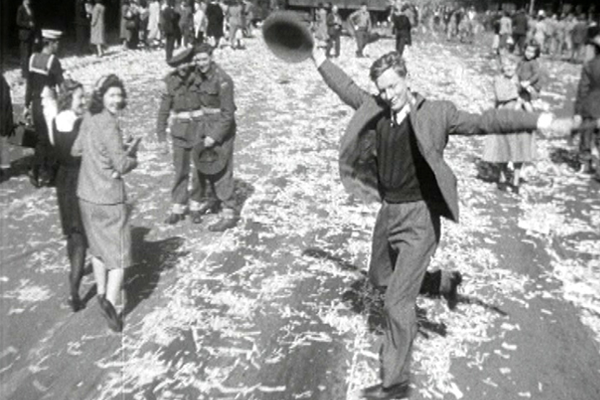 Ray Hadley's incredible call from woman immortalised in WWII photo