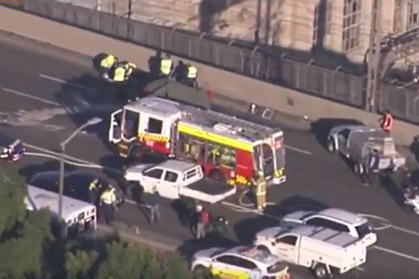 Fatal crash closes Sydney Harbour Bridge