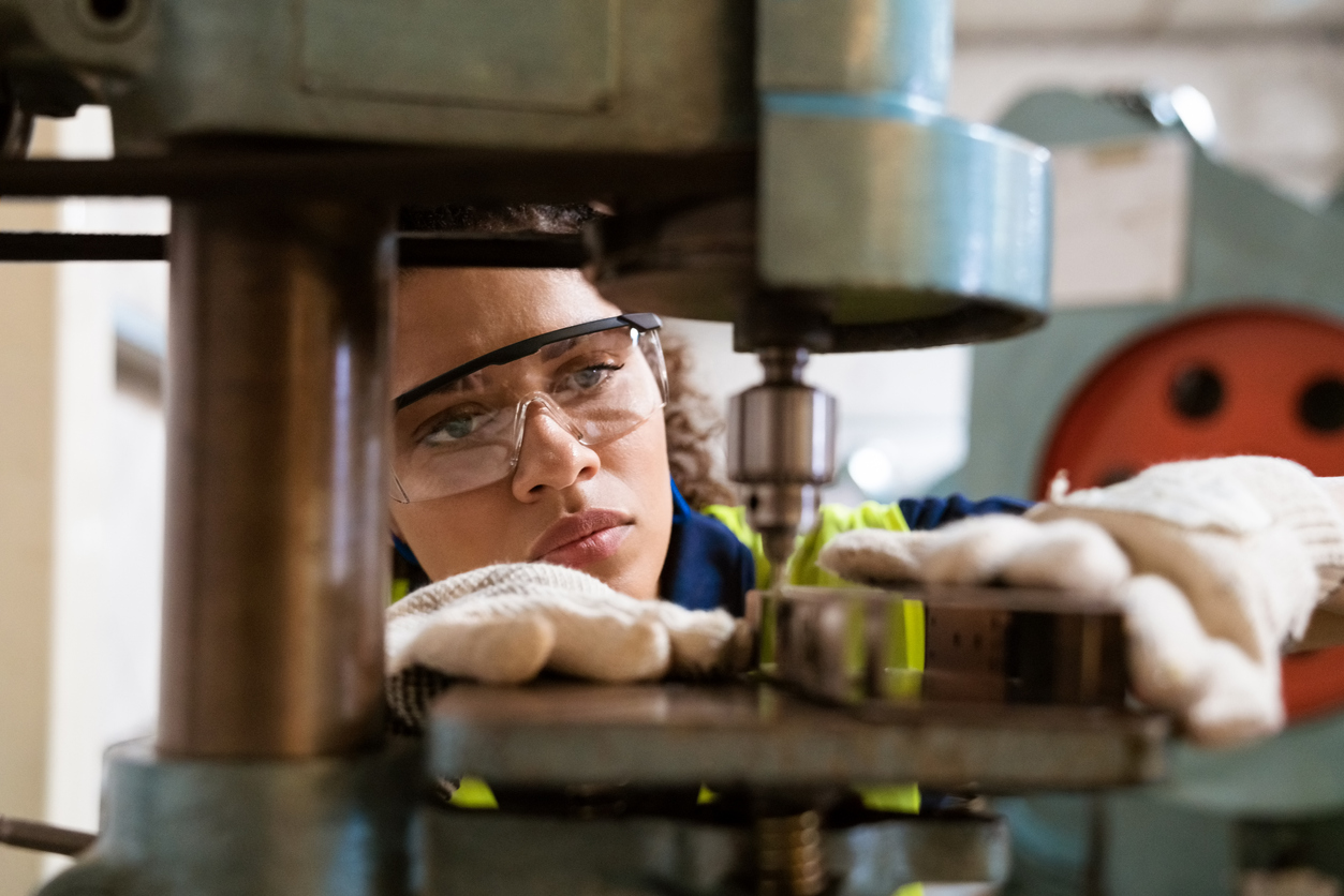 Impending crisis as apprenticeship and traineeship numbers take a dive