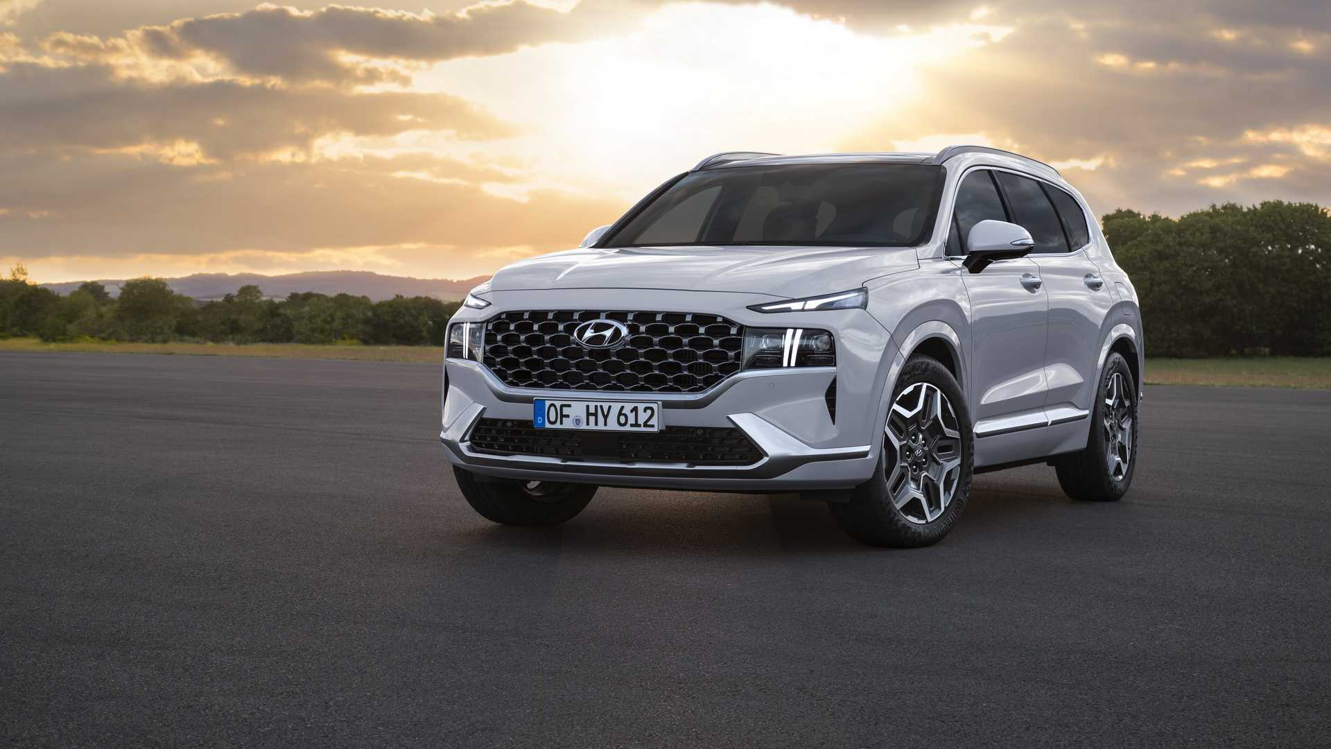 Hyundai's latest seven-seat Sante Fe due at year end breaks cover