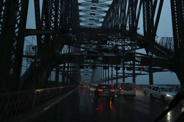 Hundreds of emergency calls as wet and windy weather pummels Sydney