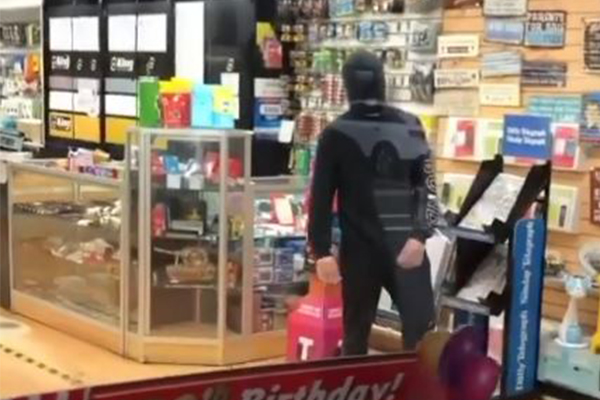 WATCH   Teenager's armed robbery foiled