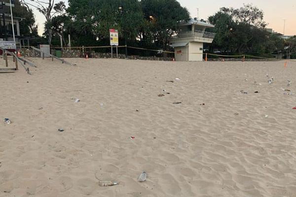 Beach rubbish Noosa FB 600x400