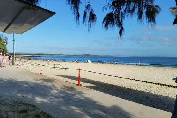 Beach rubbish Noosa FB3 600x400