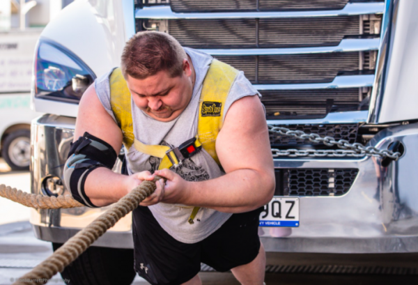 Article image for Aussie strongman hopes to break world record by dragging cars