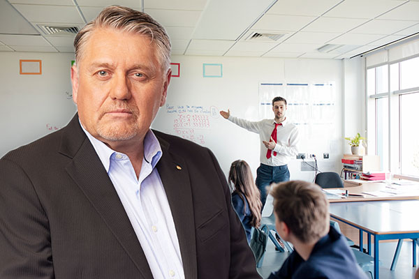 Article image for Ray Hadley slams 'absolutely ridiculous' restrictions placed on parents and teachers