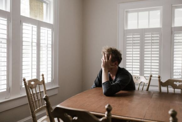 Loneliness can be fought by knowing just six neighbours