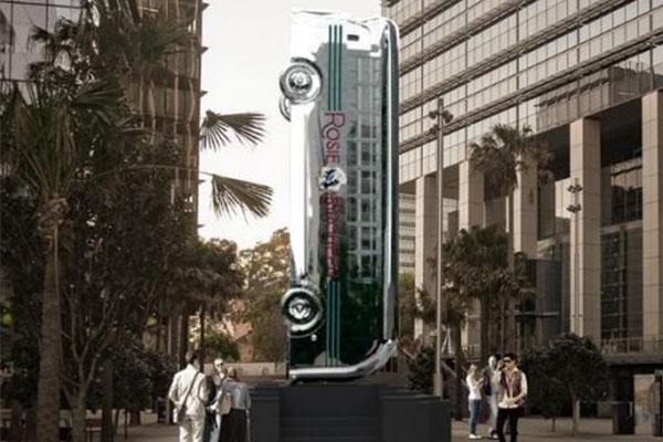 Parramatta gets vertical bus statue
