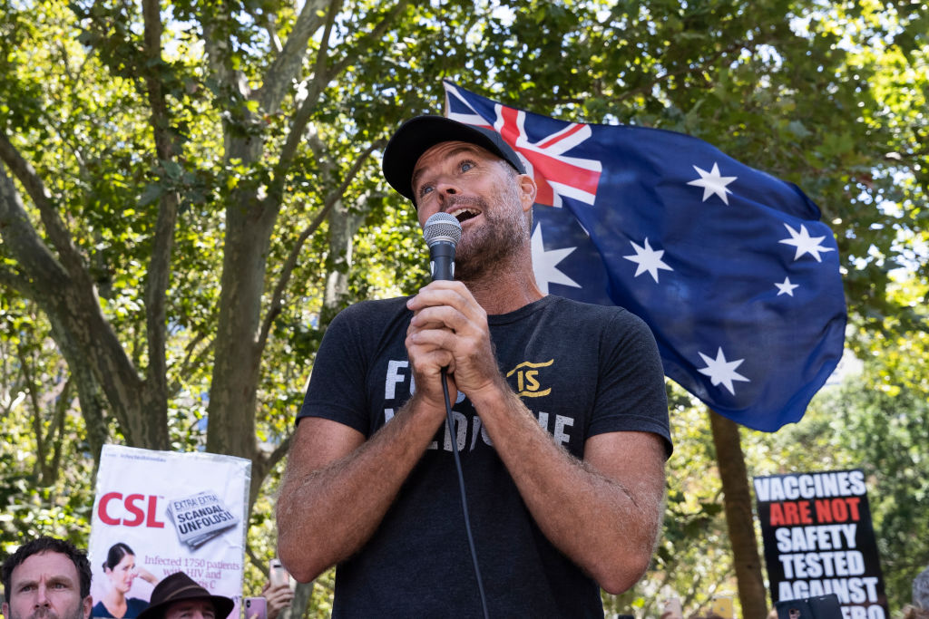Pete Evans peddles 'self-indulgent drivel' at anti-vax protests