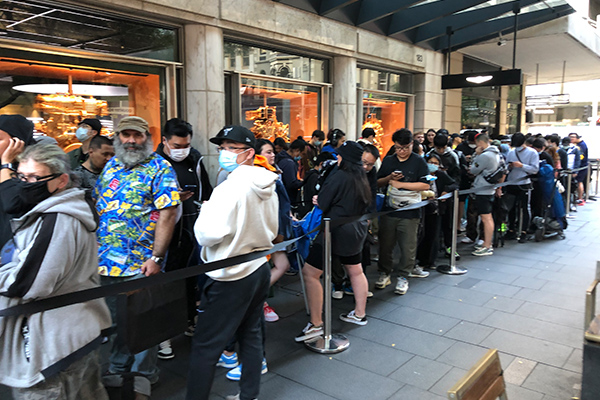 Article image for Sydneysiders fail to social distance outside CBD store