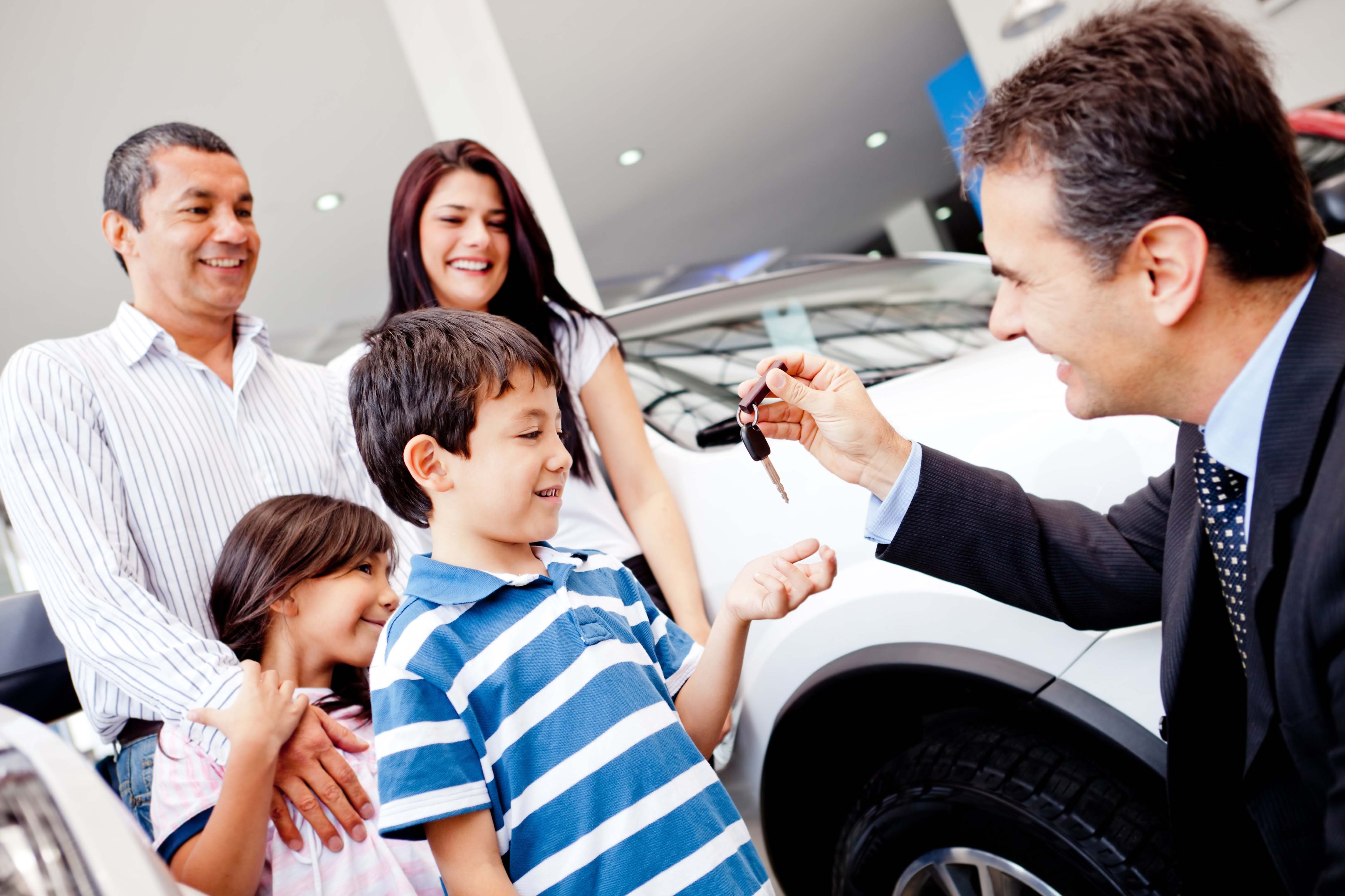 1100_story_tips_family_car_buying