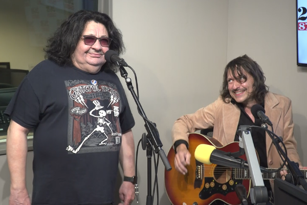 Aussie rocker Richard Clapton covers Neil Young's 'Cinnamon Girl'