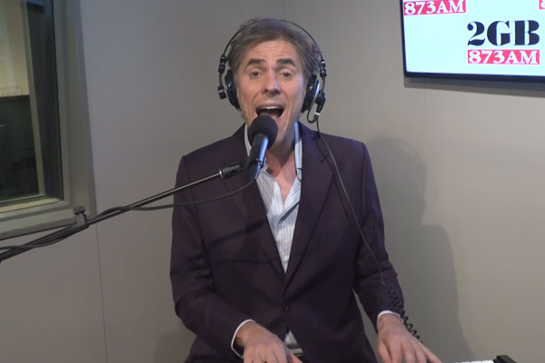The Whitlams' Tim Freedman back in familiar territory for 1001st gig