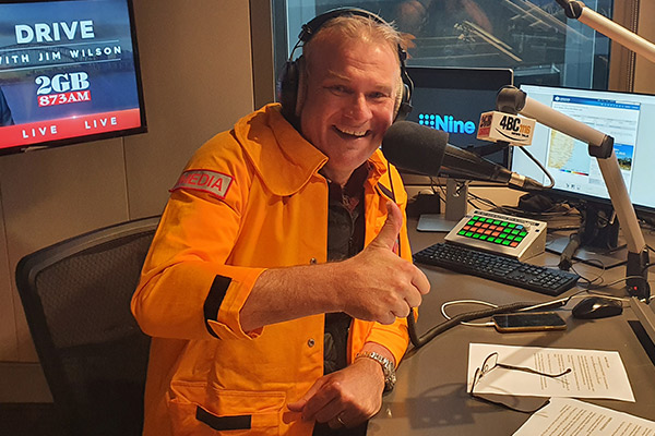 Australians embrace colourful 'thank you' to SES volunteers