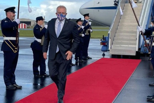 'Who cares?!': Malcolm Turnbull and Kevin Rudd take issue with PM's red-carpet welcome