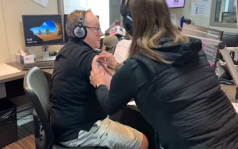 Article image for WATCH | Chris Smith receives COVID jab live on-air