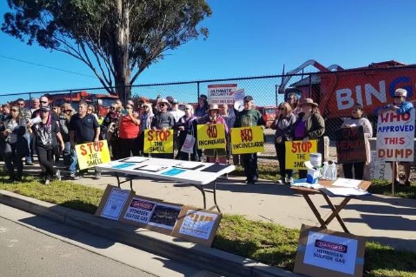 WATCH   Western Sydney residents rally against the big stink