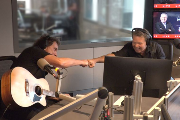 Cold Chisel's Ian Moss teams up with Troy Cassar-Daley in epic live performance