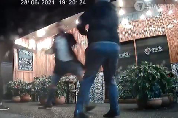 Ray Hadley lambasts couple allegedly attacking owner, refusing QR code
