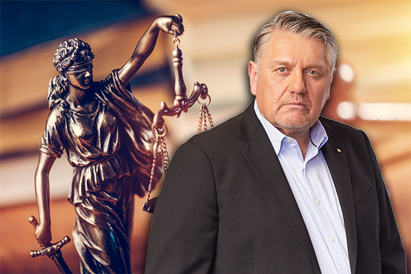 Article image for Ray Hadley lobbies Premier over 'pittance' funding for court service