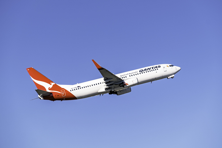 Qantas' introduction of mandatory COVID-19 jabs for staff sparks legal debate