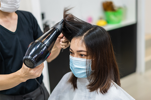 Article image for Sydneysiders turn to boutique salons with hairdressers booked out til 2022
