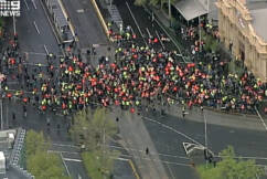 Tradies and police stand off in Melbourne's CBD in anti-vaccination protests